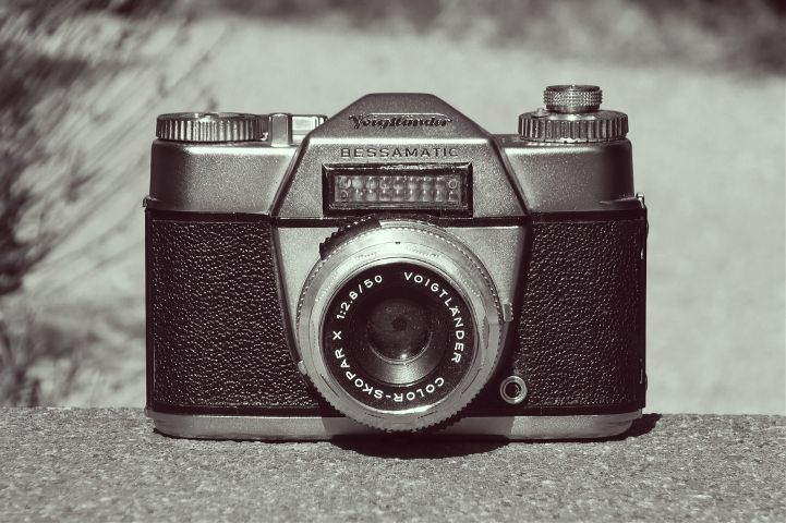 The coolest camera ever 😍 Have a look at my second post too  #wapoldschool #vintage #old #camera