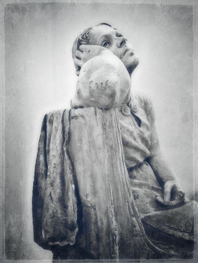 #statue
