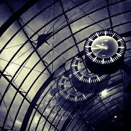 garecentral strasbourg alsace clockface motion